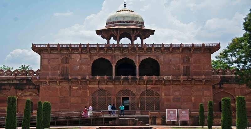 taj mahal-museum places to visit in Agra