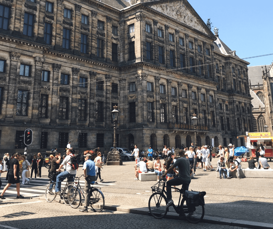 Busy-street-in-Dam-Square