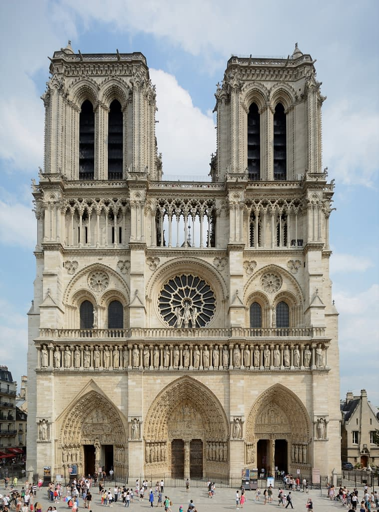 side-view-of-Notre-Dame-De-Paris-in-all-its-glory