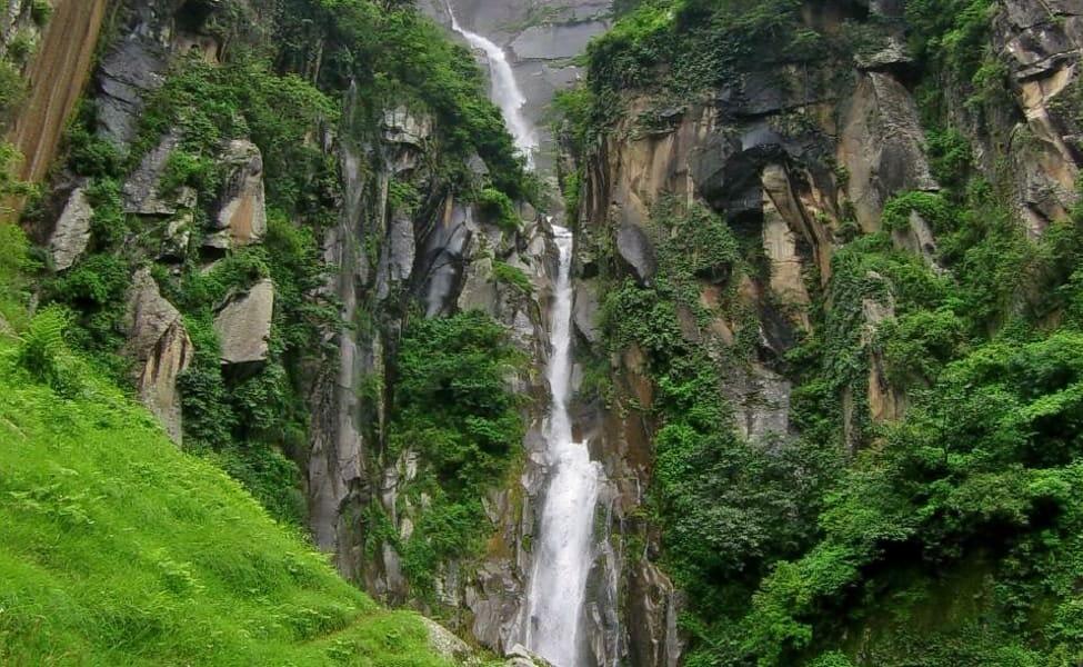 jogini waterfall in manali