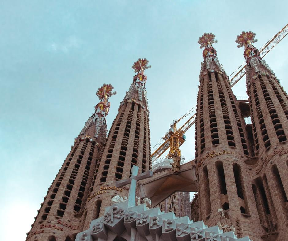 front-view-of-la-sagrada-familia Barcelona Attractions