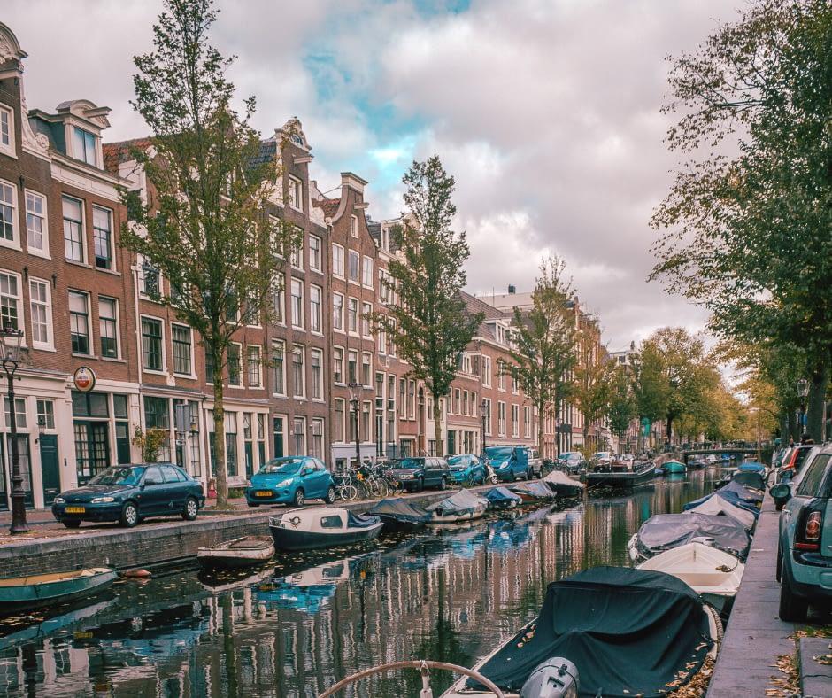 Scenic-canal-in-Jordaan