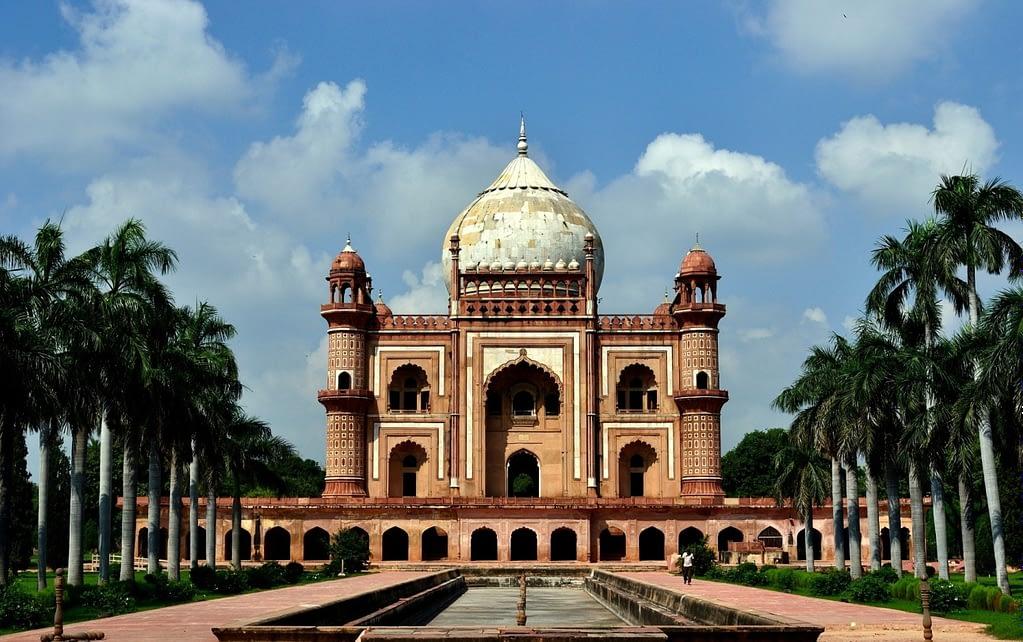 Safdar_Jang's_Tomb,_Delhi_.jpg
