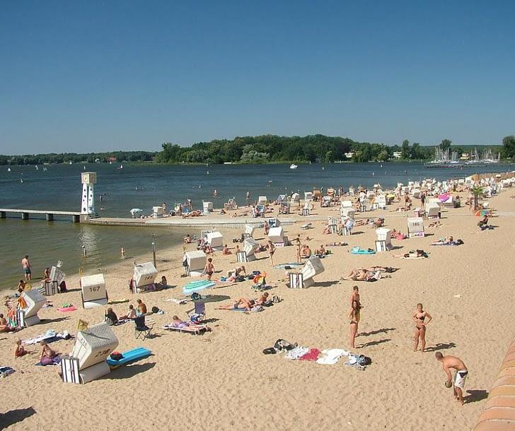 crowded-beach-in-strandbad-wannsee