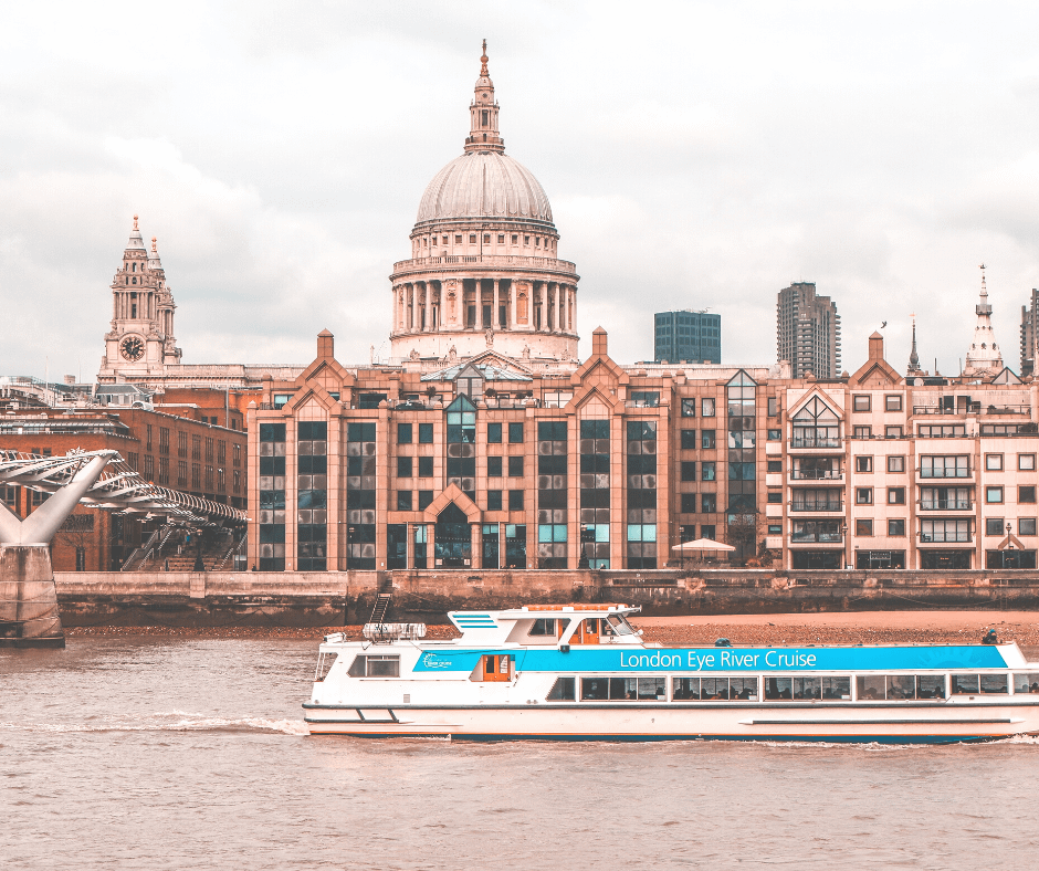 boat-cruising-on-the-river-Thames