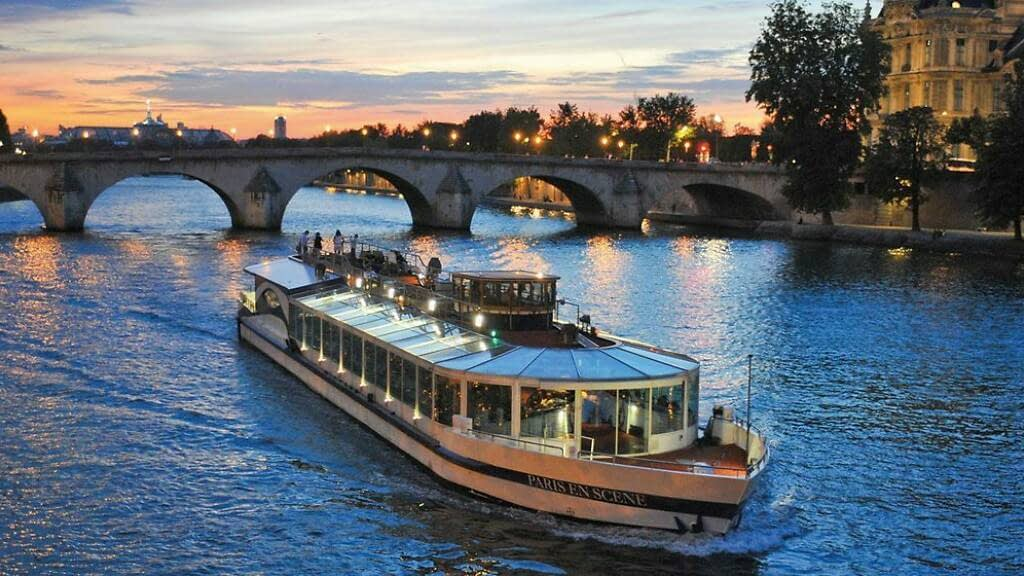 Tourists-admiring-the-beautiful-view-during-the-Seine-river-cruise