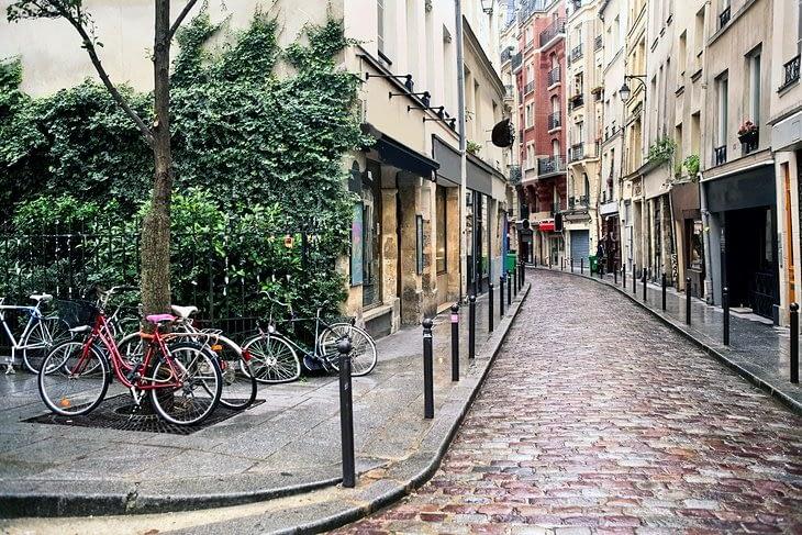Empty-street-in-the-Latin-Quarter-in-Paris