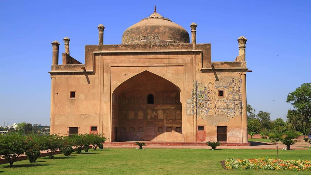chini-ka-rauza-mausoleum-places to visit in Agra