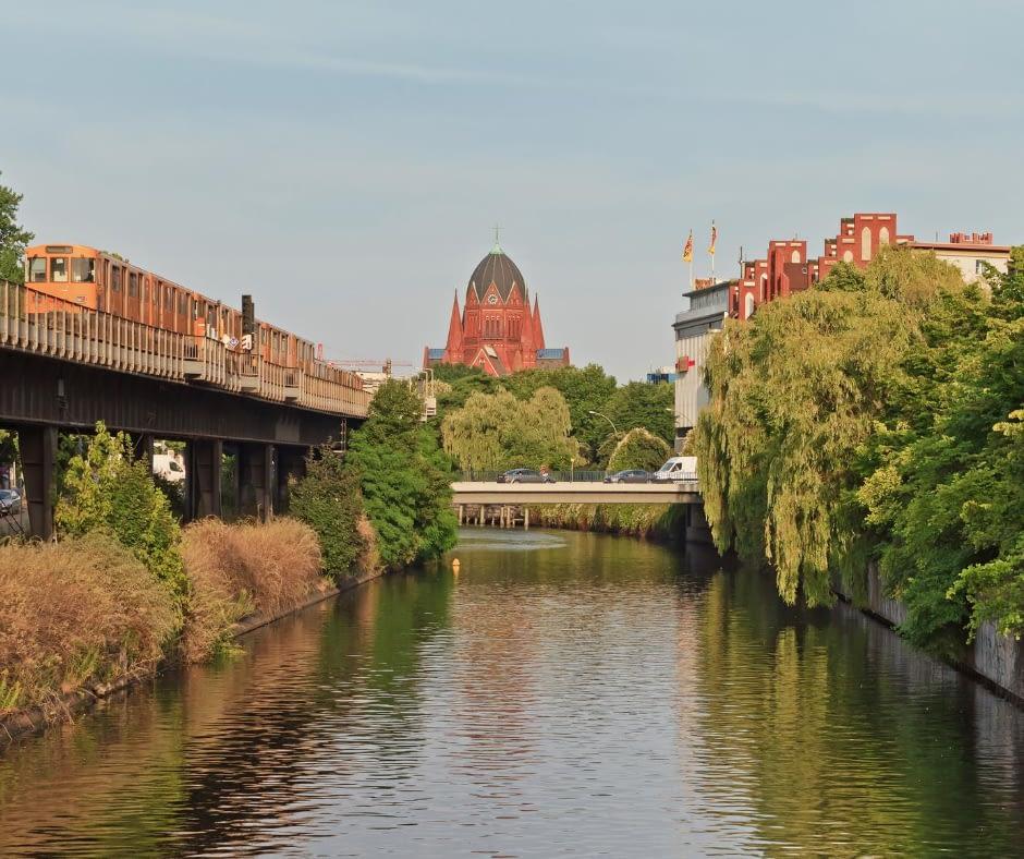 elegant-nature-in-the-landwehr-canal