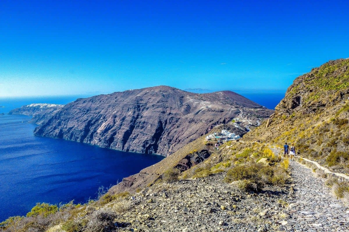 hike-from-fira-to-oia