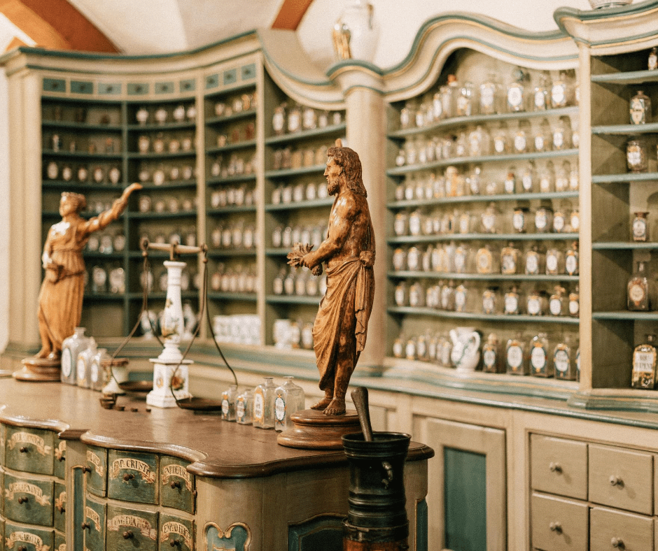historic-statues-and-exhibits-in-deutsches-technikmuseum