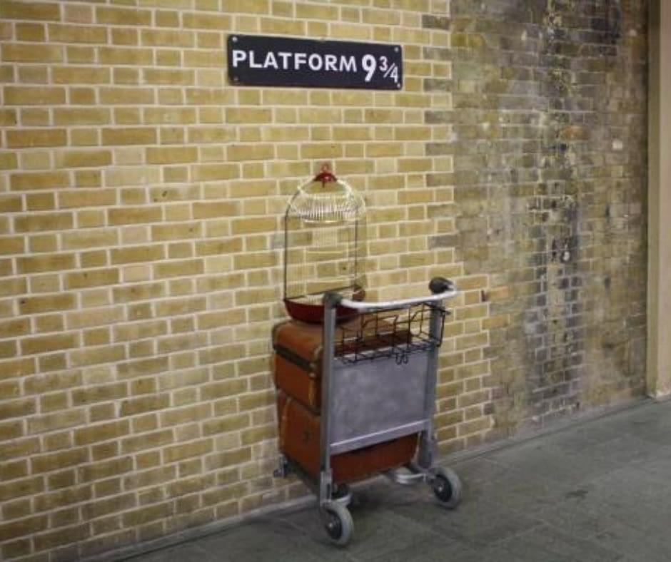 platform-9¾-kings-at-the-cross-train-station