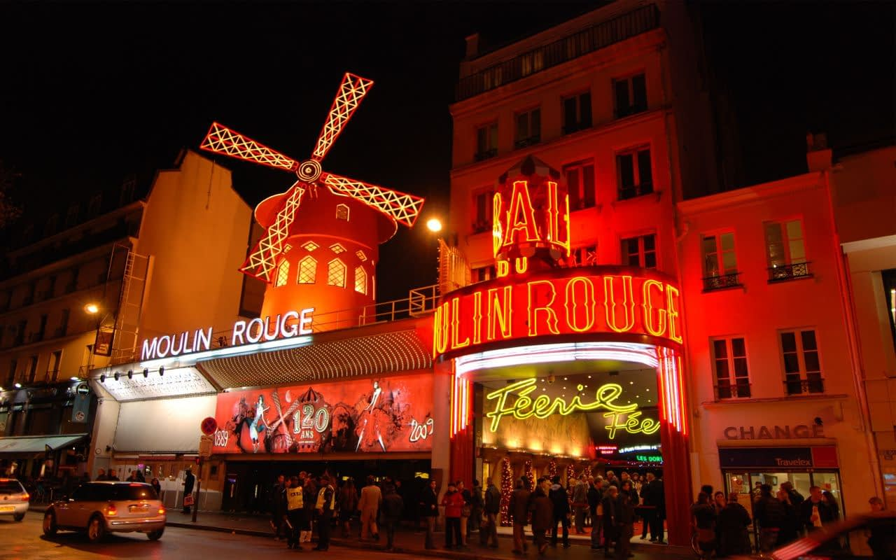 front-view-of-the-Moulin-Rouge-during-night-time
